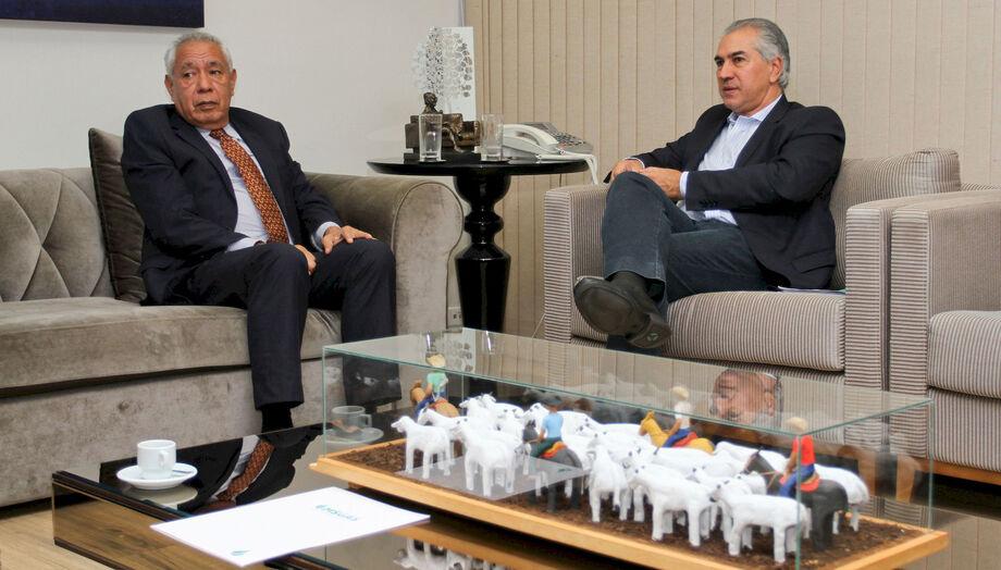 Reinaldo e o embaixador da Bolívia no Brasil conversaram sobre o aproveitamento do gás natural vindo da Bolívia pela fábrica de fertilizantes (UFN3), em Três Lagoas