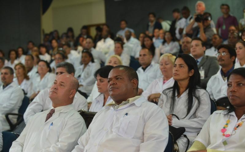 Por essa proposta, eles receberiam uma bolsa no mesmo valor de médicos residentes no Brasil - equivalente a R$ 3.400