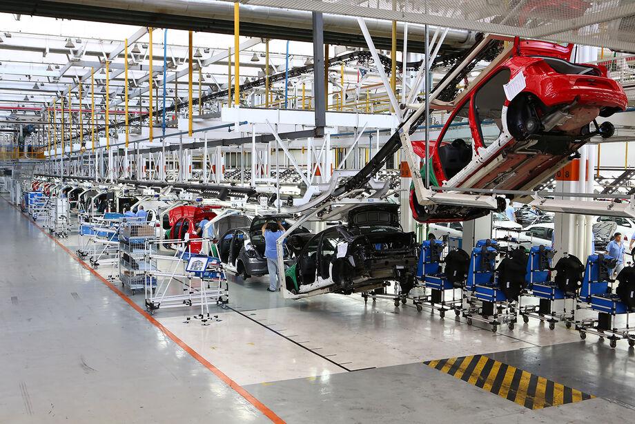 Montadoras também desenvolvem tecnologias de aperfeiçoamento dos motores atuais e dos próprios veículos para cumprirem o novo limite de eficiência energética