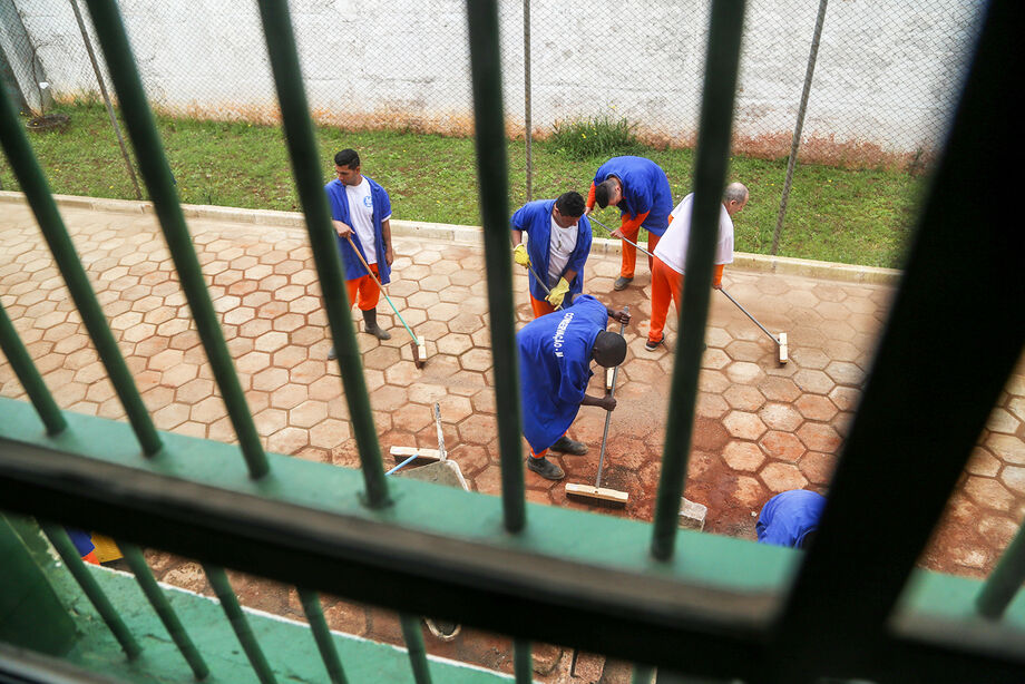 Os convênios são firmados com órgãos públicos e empresas privadas através do setor de Divisão de Trabalho da Agência de Administração do Sistema Penitenciário (Agepen), totalizando 195 parcerias realizadas que utilizam mão de obra prisional