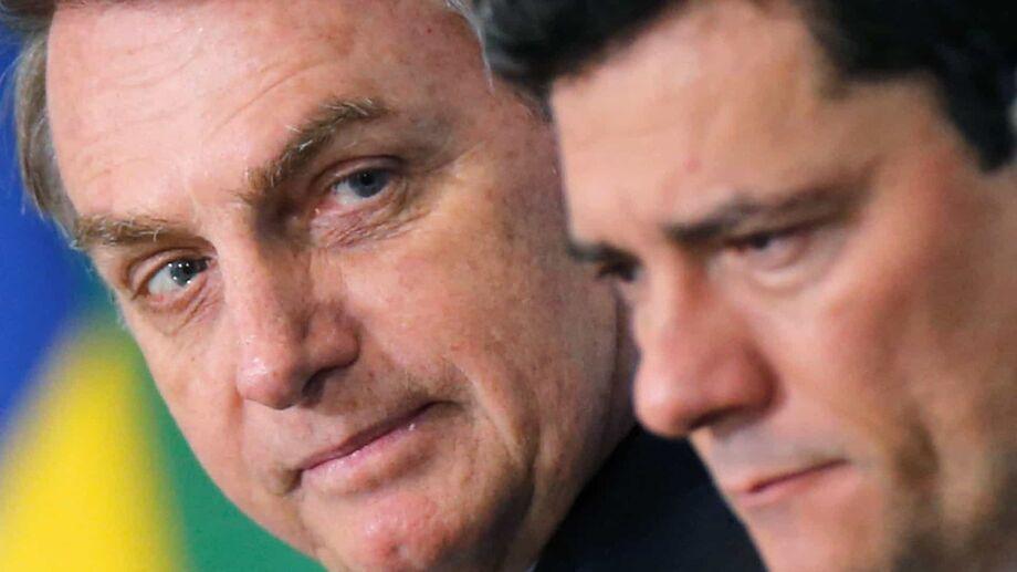 O presidente Jair Bolsonaro revogou o Decreto 3.447/2000, que delegava ao ministro de Estado da Justiça, atualmente Sérgio Moro, a competência para resolver sobre a expulsão de estrangeiros do País e a sua revogação