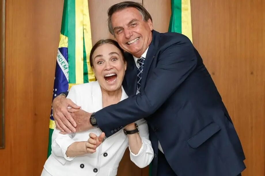 Regina Duarte e Jair Bolsonaro durante encontro no Palácio do Planalto.