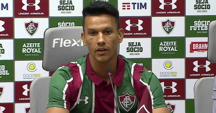 O Fluminense apresentou nesta sexta-feira dois dos jogadores contratados pelo clube para a temporada 2020: o volante Henrique, ex-Cruzeiro, e o meia uruguaio Michel Araújo, que chegou do Racing do seu país