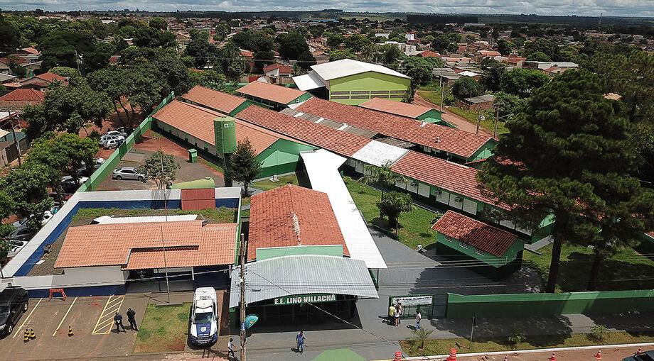 Com 2,4 mil metros quadrados, a Escola Estadual Lino Villachá, no bairro Nova Lima, em Campo Grande, atende a um total de 1200 alunos