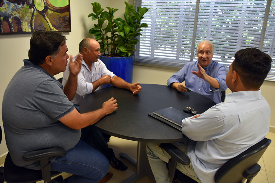 O superintendente do IEL, José Fernando do Amaral, recebeu, em seu gabinete na sede do Instituto, em Campo Grande, o prefeito de Rochedo, Francisco de Paula Ribeiro Júnior