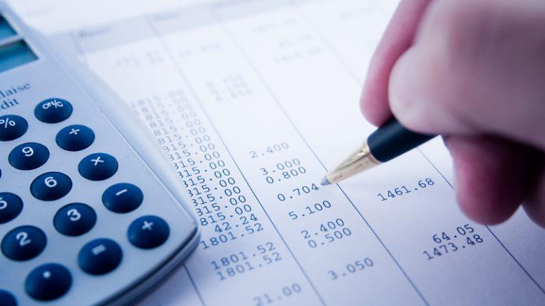 Os impostos poderão ser parcelados, conforme previsto em lei