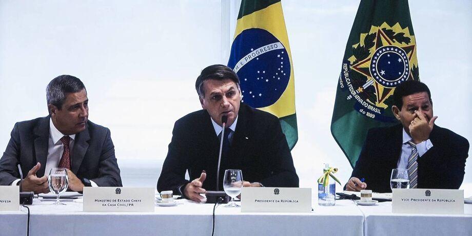 A avaliação negativa sobre a atuação de Bolsonaro na crise provocada pelo coronavírus, que crescia desde março, aponta a XP/Ipespe, oscilou três pontos para baixo e atingiu 55%.