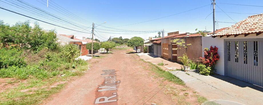 Rua onde o homem desmaiou enquantro trabalhava, neste domingo
