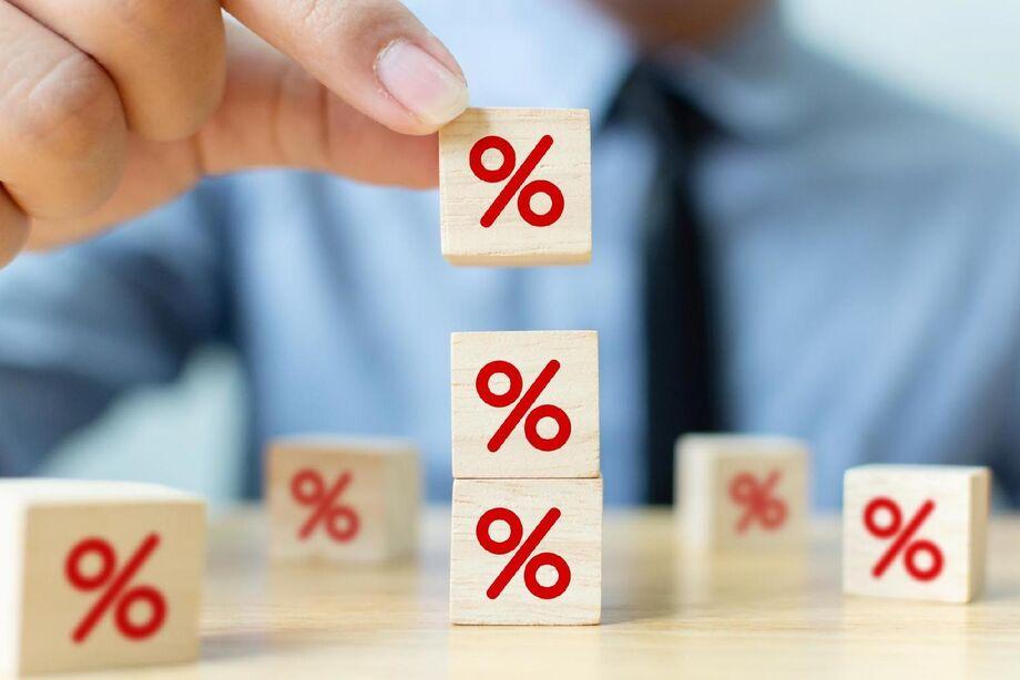 Às 10h03, o DI para janeiro de 2022 apontava 2,97%, mesma taxa de sexta-feira no ajuste.
