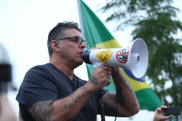 Consta do processo que o vídeo intitulado A maracutaia do PT e do Haddad não funcionou mostra um homem vestido com uma camiseta que faz referência ao presidente Jair Bolsonar