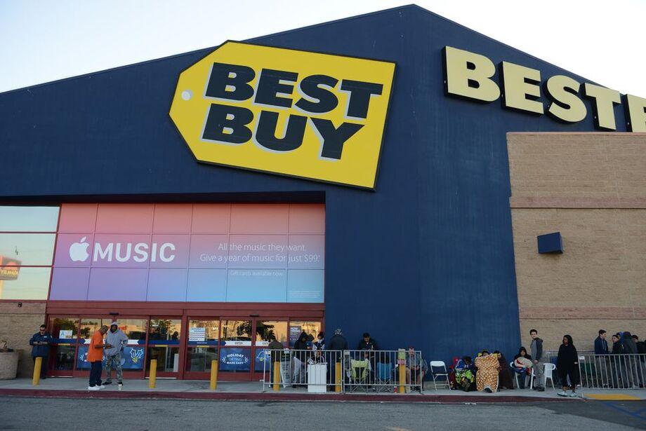 A Best Buy decidiu suspender durante um mês a veiculação de anúncios no Facebook, segundo a agência Bloomberg