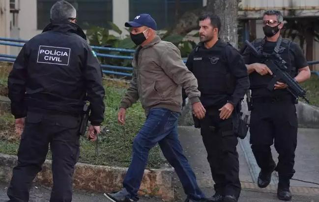 A operação não mirou o então deputado ou Queiroz, mas levou à produção do relatório do Coaf sobre as movimentações atípicas do ex-assessor, que teria sido demitido logo após o repasse da informação privilegiada.