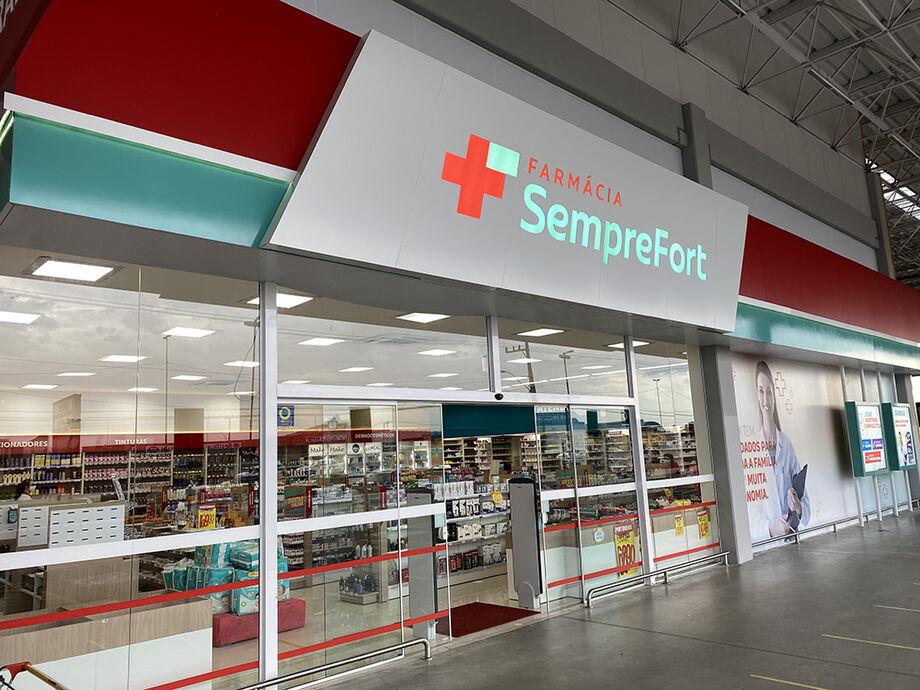 A partir desta quarta-feira, durante tempo limitado, ofertas especiais de inauguração, com preços imbatíveis tanto em medicamentos quanto nas demais classes de produtos à venda nas quatro lojas da SempreFort