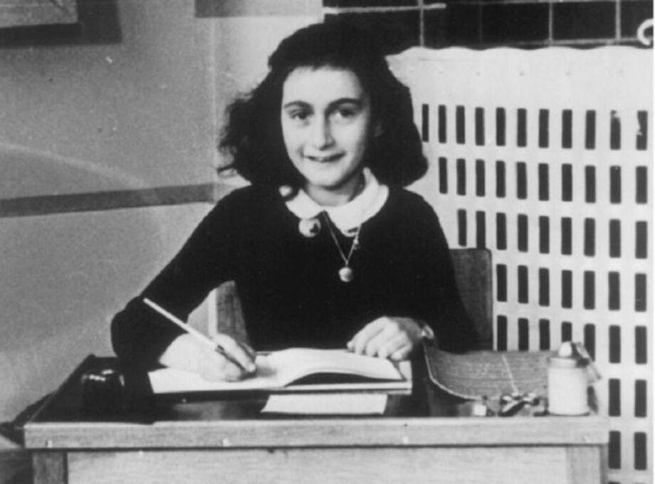 A jovem Anne Frank, que foi vítima do Hocausto