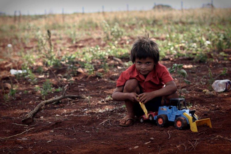 Criança Guarani Kaiowá em Dourados
