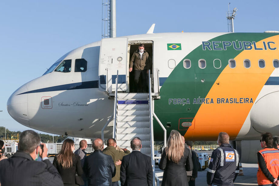 Bolsonaro chega ao Aeroporto Internacional de Florianópolis - Hercílio Luz