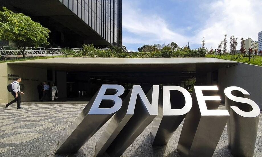 O Banco Nacional de Desenvolvimento Econômico (BNDES) anunciou na manhã deste sábado, 4, a prorrogação da linha BNDES Crédito Pequenas Empresas até 31 de dezembro, com orçamento ampliado em mais R$ 5 bilhões