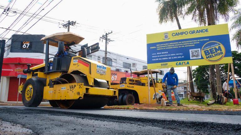 Com previsão de frentes de serviços neste final de semana, o recapeamento da Rua Bahia, início do corredor norte do transporte coletivo, deve estar concluído em uma semana