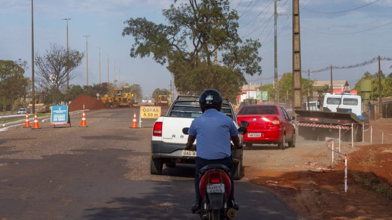 A partir desta terça-feira (7), o trânsito na Avenida Cônsul Assaf Trad será em meia pista, sentido centro/bairro, na altura do terminal Nova Bahia