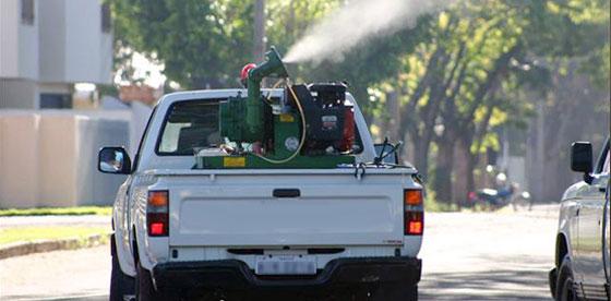 O uso do fumacê também foi retomado e ao menos oito bairros estão recebendo o serviço diariamente
