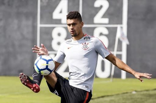 Léo Santos renovou recentemente o seu contrato com o Corinthians até o fim de 2023
