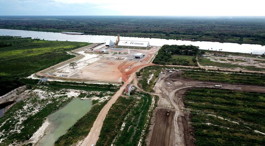 Distrito portuário de Porto Murtinho recebe pavimentação; investimento faz parte de estratégia para viabilizar a Rota Bioceânica.
