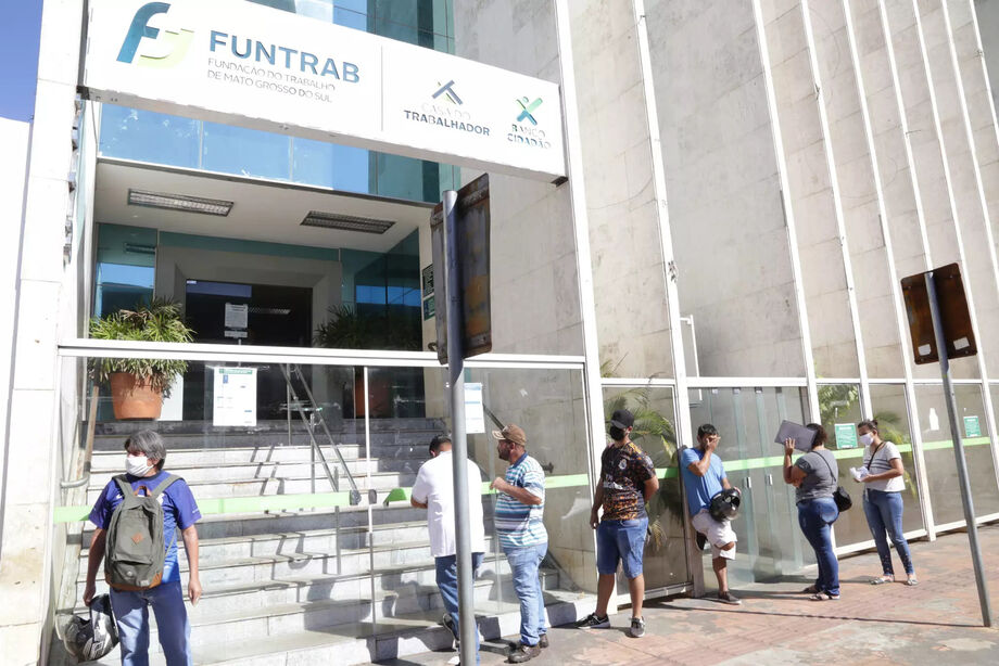 A semana começou com 706 vagas de emprego no Estado