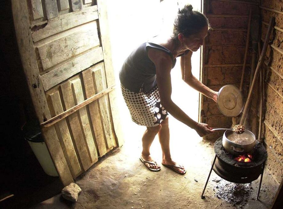 A queda de um ponto porcentual no PIB global significa mais 700 mil crianças desnutridas, disse António Guterres, secretário-geral das Nações Unidas.