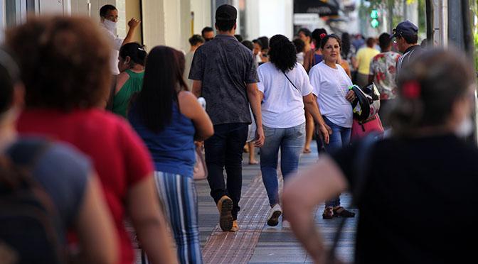 A baixa adesão ao isolamento social no Estado tem refletido no aumento de casos.