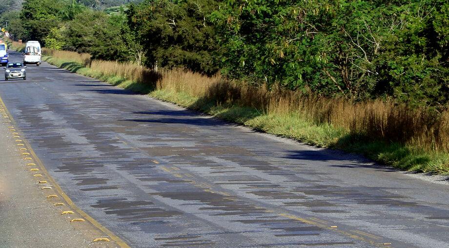 A Agesul, além da obra terceirizada do tapa-buraco da MS-382, mantém uma frente de serviços coordenada pela regional de Jardim para garantir a manutenção de estradas estaduais e municipais