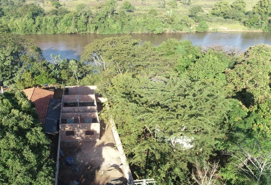 Construção irregular de rancho pesqueiro na cidade de Coxim