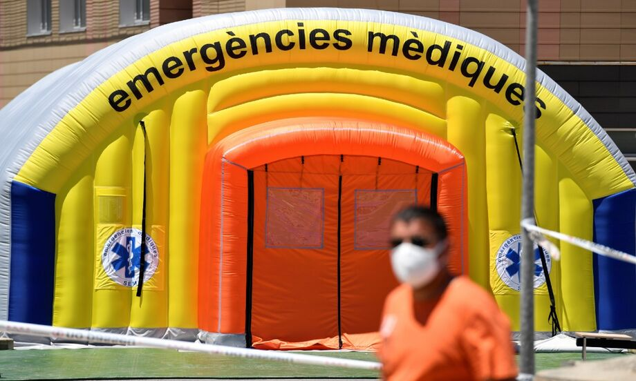 A Espanha é um dos países mais afetados no mundo pela doença, com 28,4 mil mortos