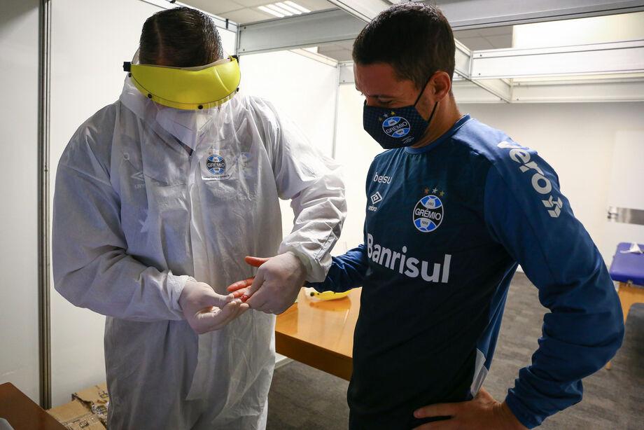 Os novos testes positivos foram detectados na última bateria de exames realizada pelo clube gaúcho