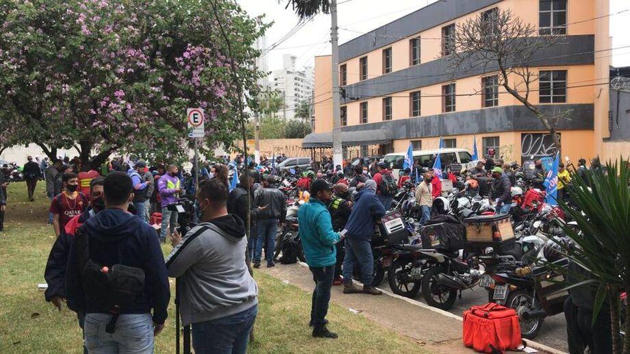 Por volta das 10h30, cerca de 200 motoboys se reuniam em frente ao Sindimoto, na região do bairro do Brooklin, na zona sul da capital paulista.