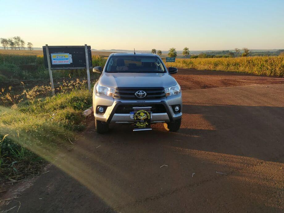 A camionete Toyota Hilux de cor prata roubada na cidade de Nova Lima (MG) foi recuperada nesta quarta-feira (15).