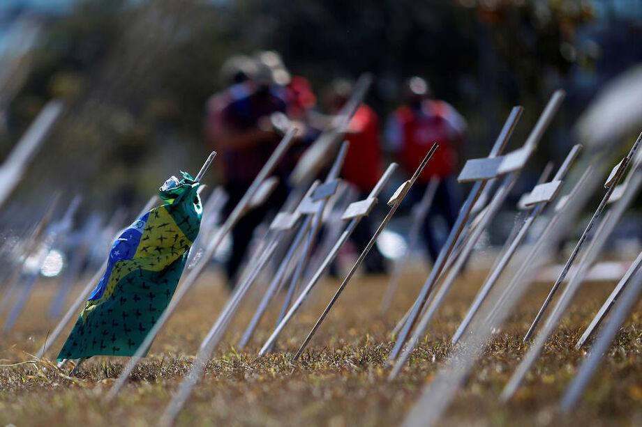 Cruzes simbolizando os que morreram com a doença