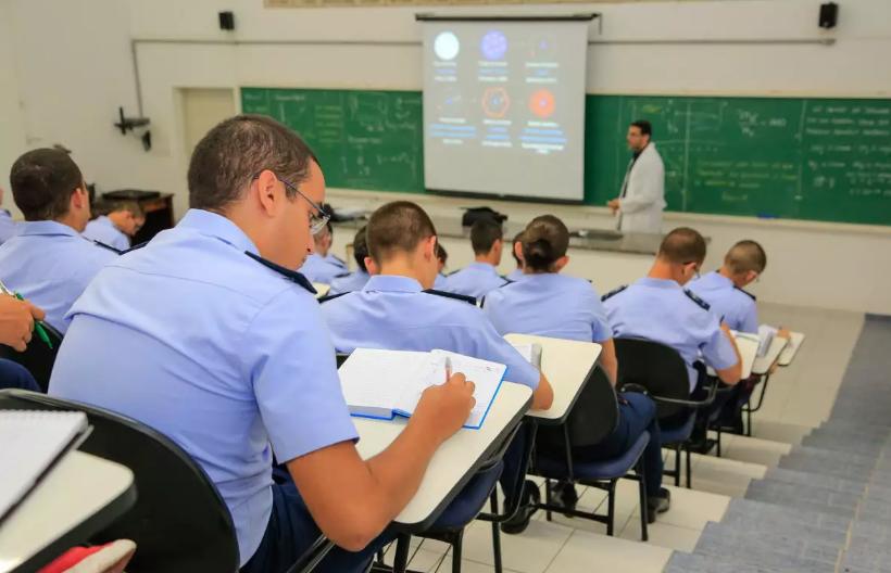 De acordo com a portaria, do total de vagas, 119 serão destinadas a candidatos não optantes ao Quadro de Oficiais Engenheiros, aprovados em exames de admissão; e 31 a candidatos optantes.