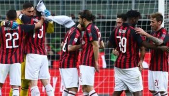 Jogadores do Milan durante partida do Campeonato Italiano
