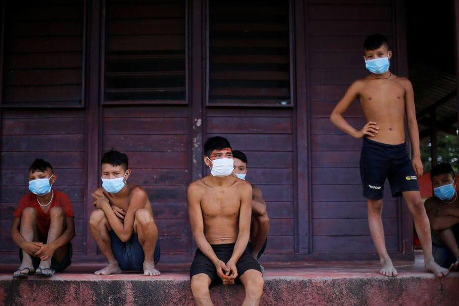 Yanomamis tentam se proteger da pandemia do coronavírus em Alto Alegre, Roraima
