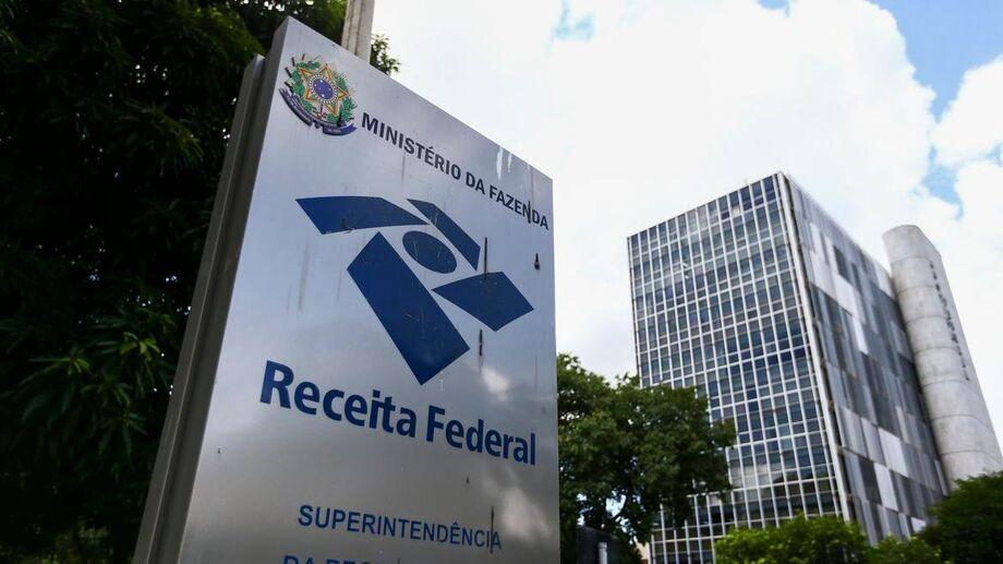 A mesma portaria suspende, também até 31 de agosto, os prazos para prática de atos processuais no âmbito da Receita