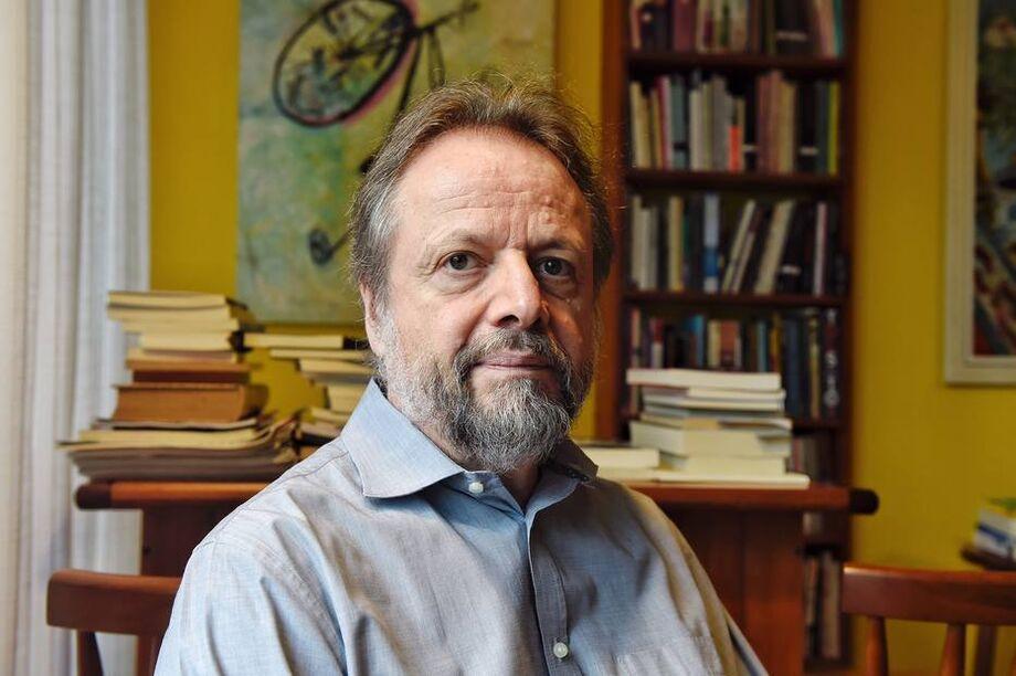O escritor Cristovão Tezza, autor de 'A Tensão Superficial do Tempo'