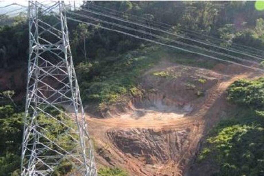 A empresa alerta que os garimpeiros comprometem a estabilidade do solo