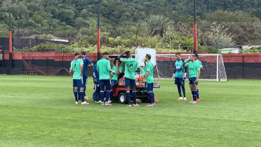 Jogadores do Flamengo durante jogo-treino contra o Olaria