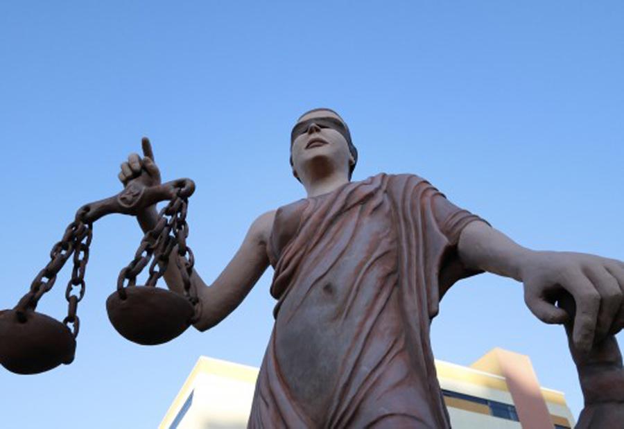 A estátua Grega simbolo da justiça