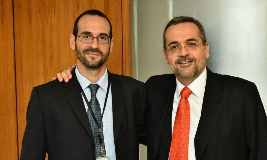 O assessor especial da Presidência da República Arthur Weintraub ao lado do irmão, Abraham Weintraub