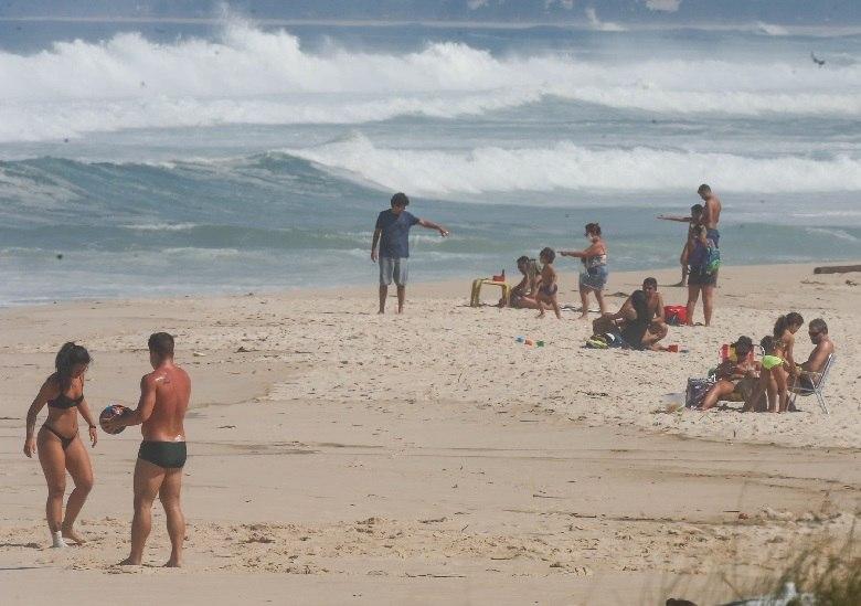 A partir deste sábado, 1.º, o banho de mar, proibido no município do Rio de Janeiro