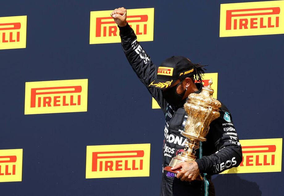 Com drama, Hamilton supera pneu furado na última volta e vence em Silverstone