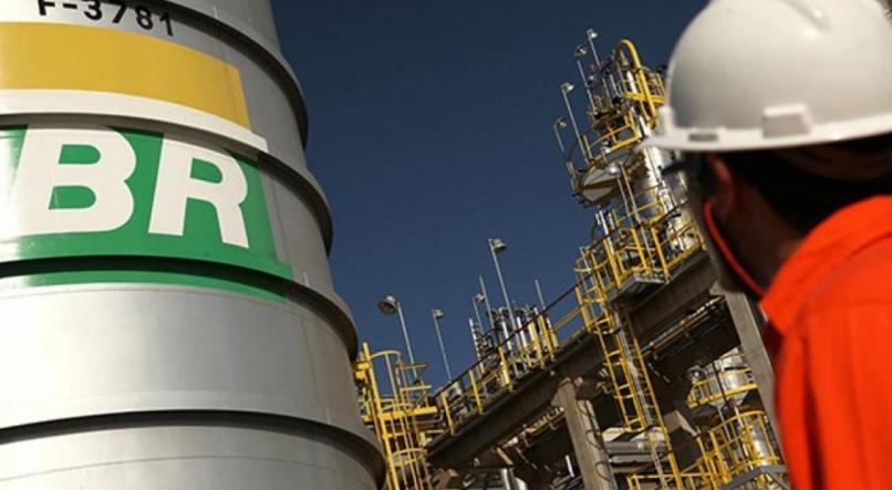 Sem nenhum tipo de licenciamento ambiental, a Petrobrás ergueu um almoxarifado submarino no litoral brasileiro