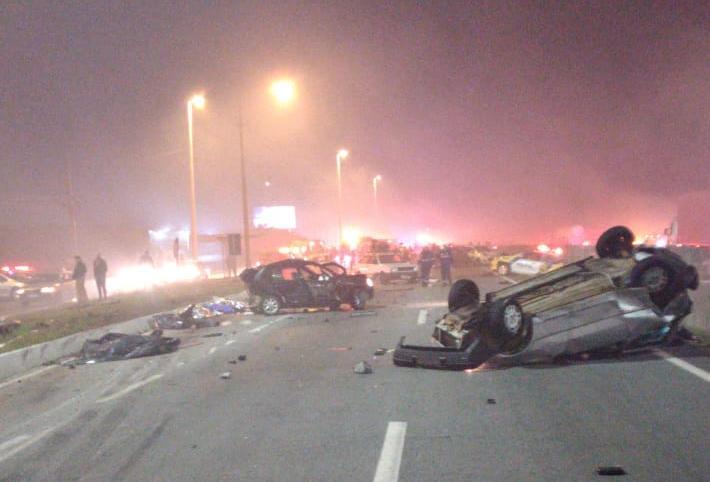 Um acidente grave na BR-277 resultou em oito mortes e 26 feridos no final da noite deste domingo (2), de acordo com a PRF (Polícia Rodoviária Federal).