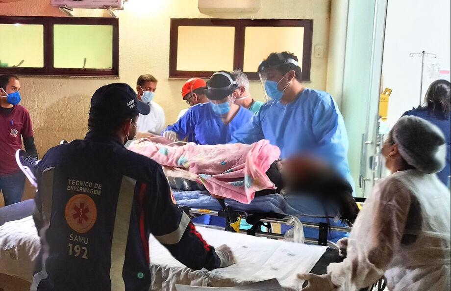 Vítimas de acidente no hospital Elmíria Silvério Barbosa, em Sidrolândia.